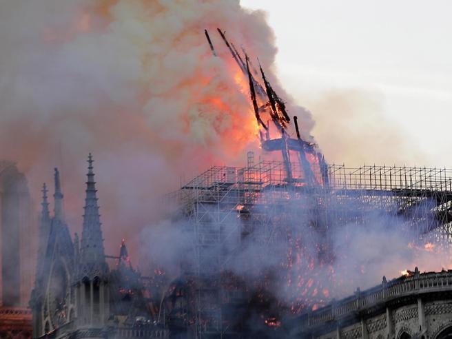 Notre Dame in fiamme: mondo in lutto