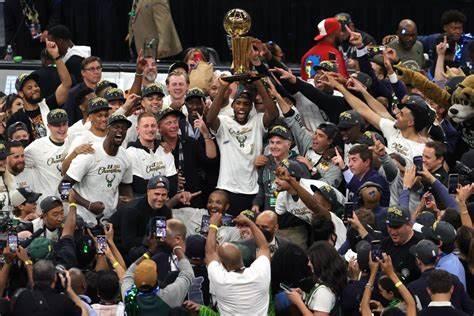 NBA FINALS 2021; Bucks 4-2 Suns, Giannis Antetokounmpo porta Milwaukee in paradiso.